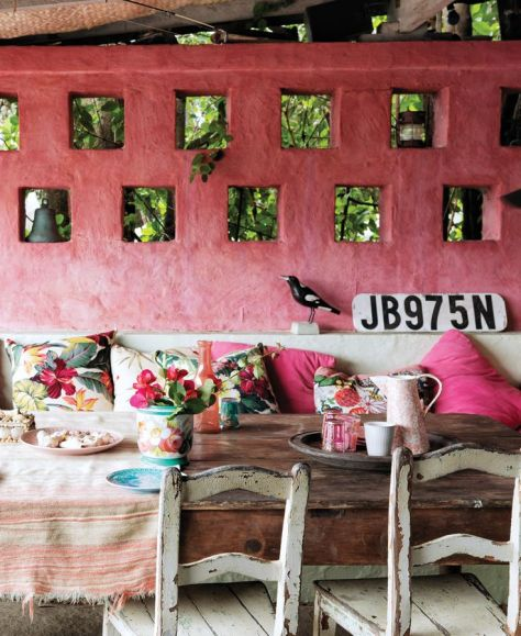Add colour and pattern to cosy up an outside space. (http://thesocietyinc.com.au)