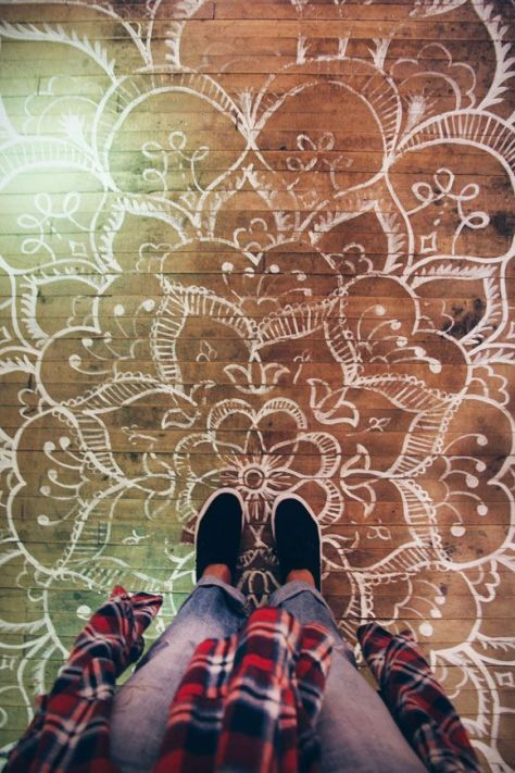 Floor stencilling (blog.freepeople.com).