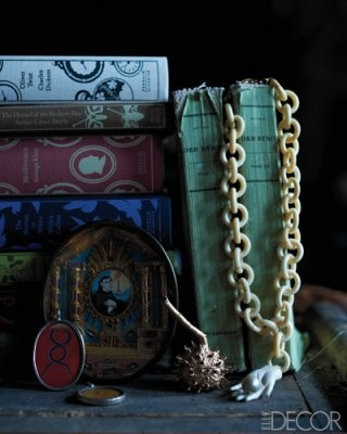 Books with interesting spines always work well. So too do trinkets and favourite pieces of jewellery. (elledecor.com)