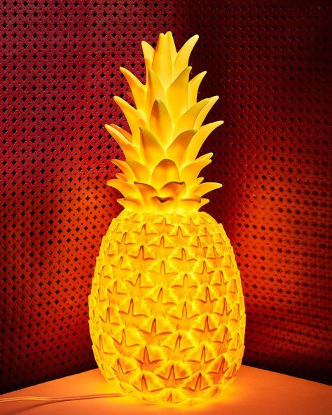 Goodnight Light Pineapple lamp. (vogue.com)