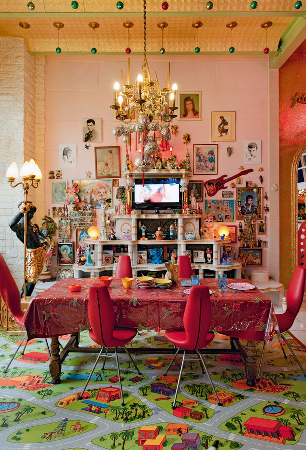The ultimate in kitsch interiors. Inside the home of artists Gilbert & George. (pinterest)