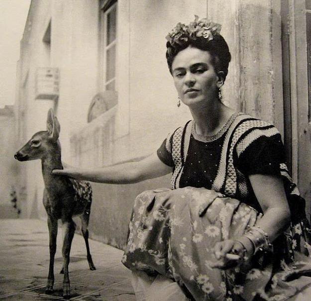 Frida and deer. (pinterest)