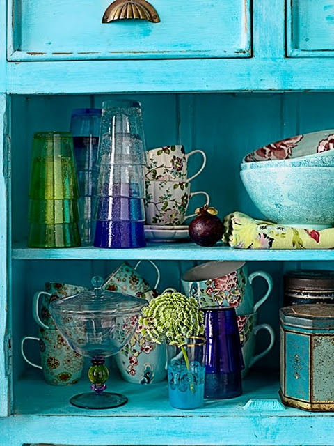 Open shelves in a kitchen are a great way of showing off beautiful crockery and glassware. (gypsypurple.blogspot.com)