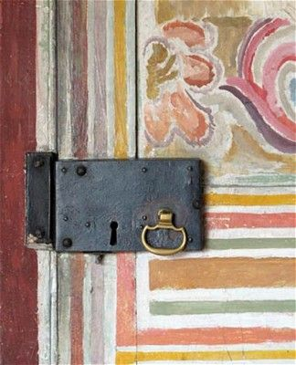 Door as canvas, Charleston Farmhouse. (pinterest)